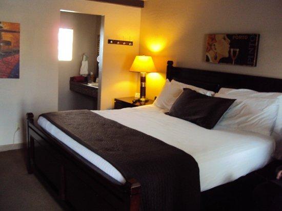 Rodeway Inn & Suites Downtowner-Rte 66: Zimmer