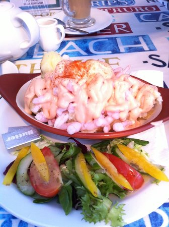 Harbour Rest Cafe: Big jacket potato with prawns and salad - excellent