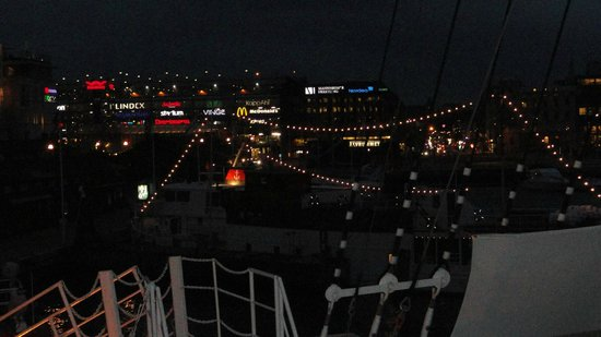 Hotell Barken Viking: Night view of city from deck