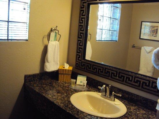 Rodeway Inn & Suites Downtowner-Rte 66 : Waschbecken