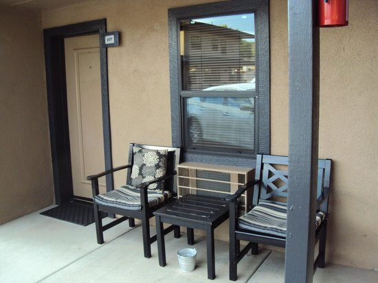 Rodeway Inn & Suites Downtowner-Rte 66: Hof