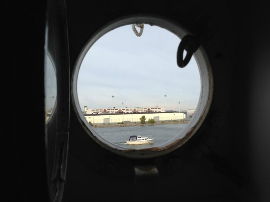Hotell Barken Viking : Porthole view in #304