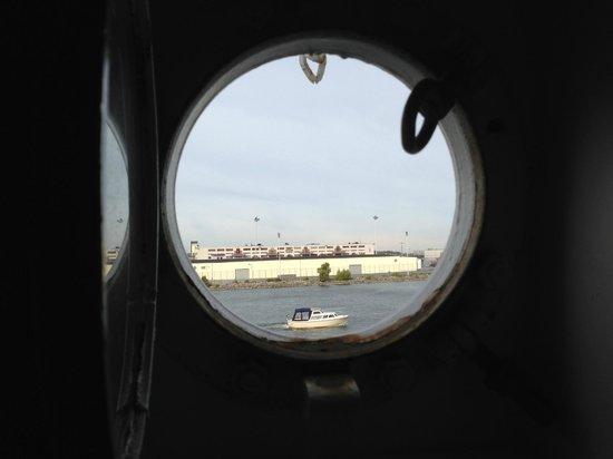 Hotell Barken Viking: Porthole view in #304
