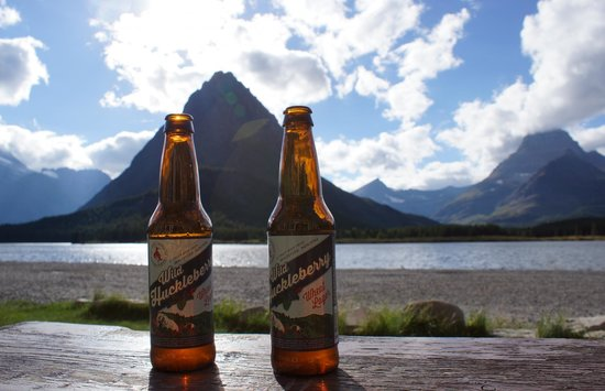 Many Glacier Hotel: Enjoying local brews from the hotel benches after a long hike.