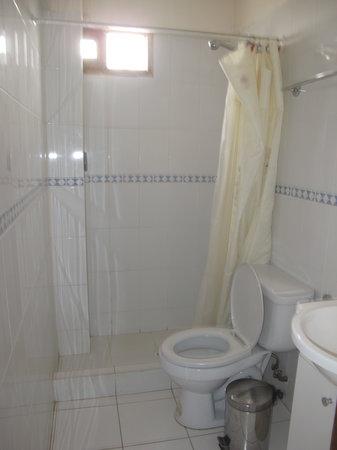 Hotel Isluga: Bathroom in room 22