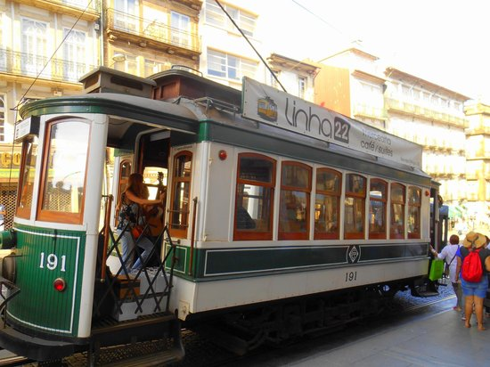 Linha22: Tram from the outside, it collects you at the restaurant