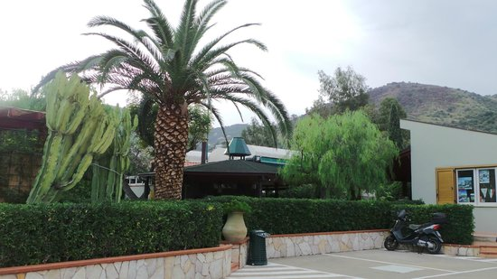 Residence Fontana Barone : Parc
