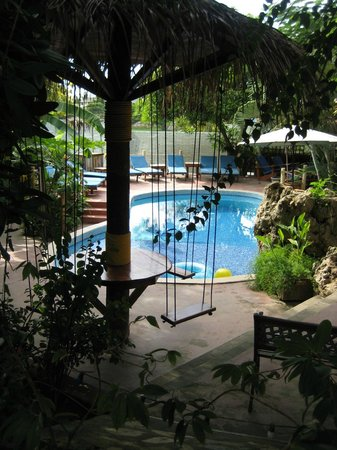 West Bay Lodge and Spa: Pool area