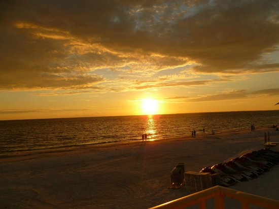 Sandpiper Gulf Resort: Sunset from our balconly