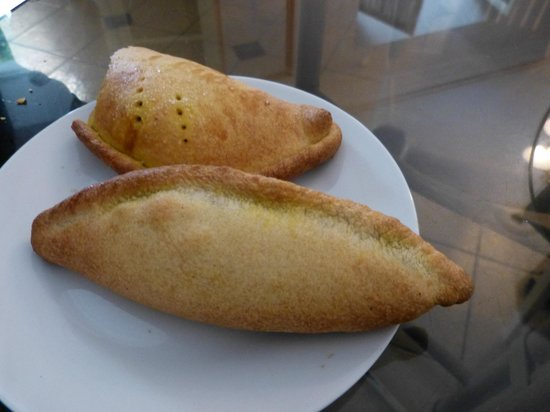 El Patio Salteneria: Tasty Empanadas