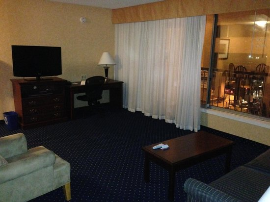Best Western Plus Suites Downtown: Massive living room