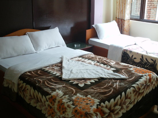 Hotel Yala Peak: Twin Bed Room  ( couple + single bed )