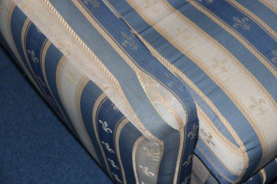 Hotel Belvedere: Zerschlissener Sessel