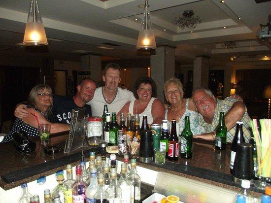 Venus Hotel & Suites: fun at the bar