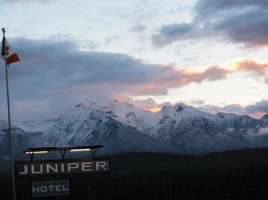 The Juniper Hotel: Mount Rundle early morning