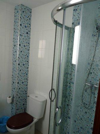 Apartamentos Medina Reyes Catolicos: baño