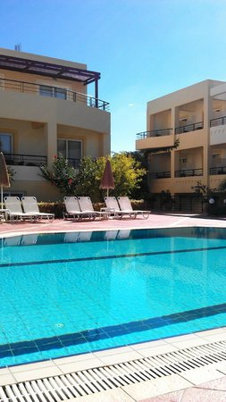 Helios Apartments: Poolen
