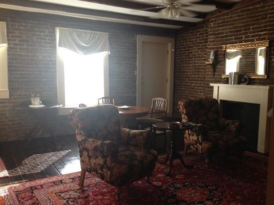 Savannah Bed & Breakfast Inn: Tree Top sitting area