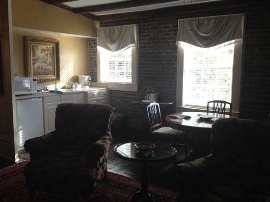 Savannah Bed & Breakfast Inn: Tree Top Kitchen area