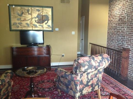 Savannah Bed & Breakfast Inn: Tree Top Sitting area, hall to bedroom