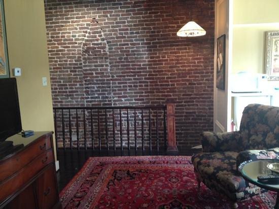 Savannah Bed & Breakfast Inn: Tree Top 3rd Staircase to get up to suites!