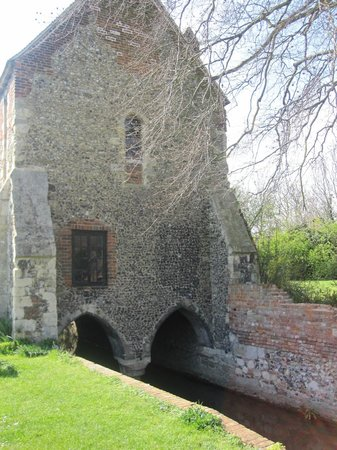 Greyfriars Chapel and Franciscan Gardens: Greyfriar's Priory April 2012