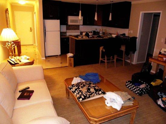 Beverly Hills Plaza Hotel: cucina e bar