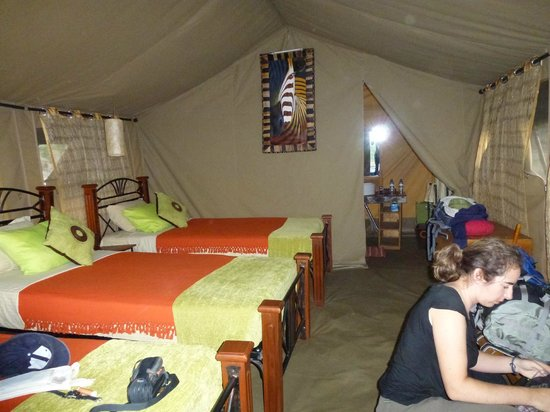 Serengeto Osupuko Tented Camp: L'intérieur de notre tente