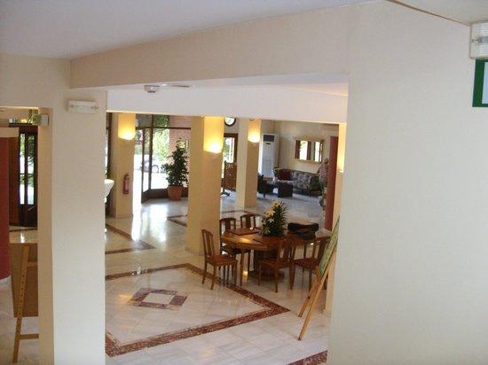 Atrium Ambiance Hotel: Hotellobby