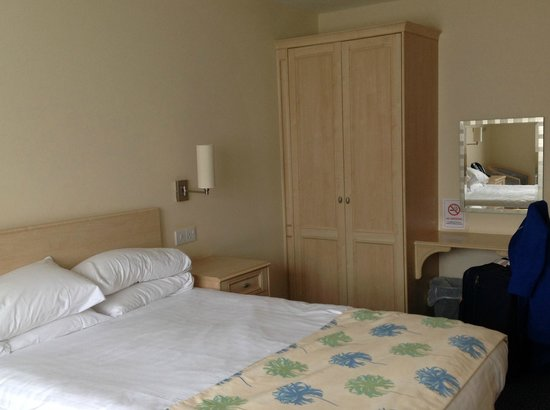 Burntwood Court Hotel: Room main building