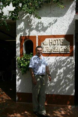 Eco-Hotel El Rey Del Caribe : Front entrance of the Hotel el Rey Del Caribe