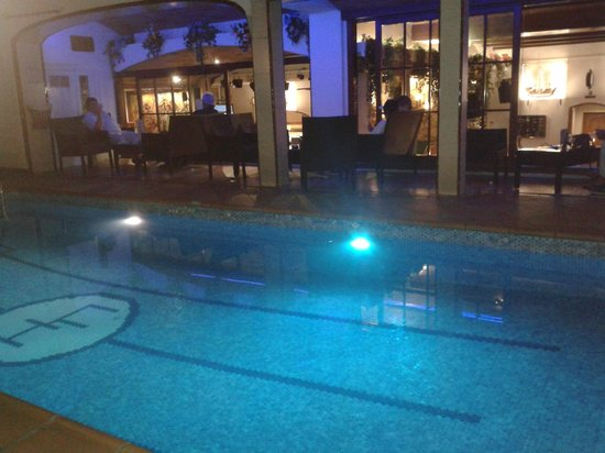 Hotel Neptuno & Apartments: Outside pool (lights change color!)