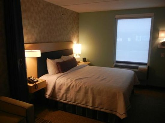 Home2 Suites by Hilton Philadelphia - Convention Center, PA: King Bed