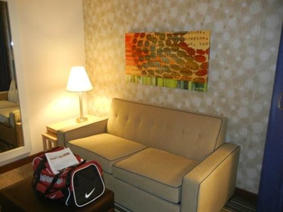 Home2 Suites by Hilton Philadelphia - Convention Center, PA: Loveseat (hide-a-bed)