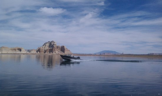 Lake Powell Resort: This is similar to the view from the Resturant (except for the boat)