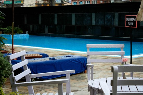 The Everest Hotel : Swimming pool