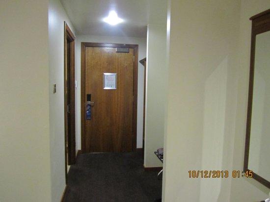 BEST WESTERN Kings Manor Hotel: Hallway