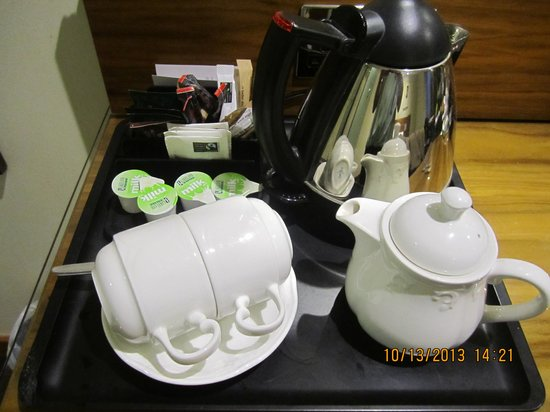 BEST WESTERN Kings Manor Hotel: Tea and Coffee Making Facilities