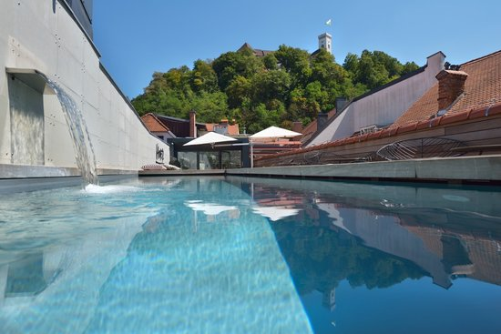 Vander Urbani Resort - a Member of Design Hotels : Terrace view on the castle