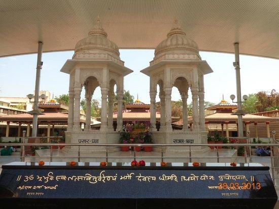 Shanti Kunj Gayatri Parivar Haridwar: Samaadhi Sthal (burial place) of Founder Couple Pt Shriram ji and His Wife