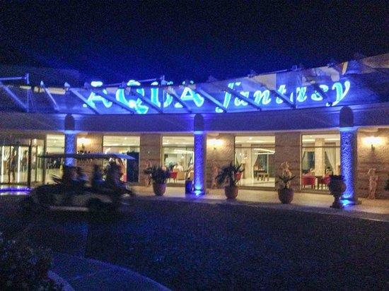 Aqua Fantasy Aquapark Hotel & SPA: Hotel front