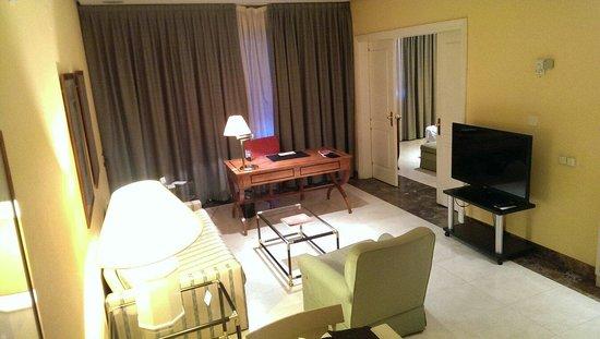 Hotel La Moraleja: Living room