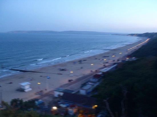 Durley Grange Hotel: beach area near hotel