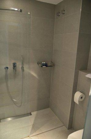 Aqua Hôtel : Baño