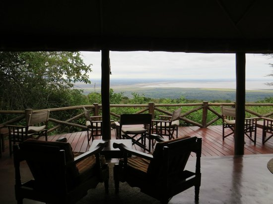 Kirurumu Manyara Lodge : Vue de la terrasse sur le lac Manyara