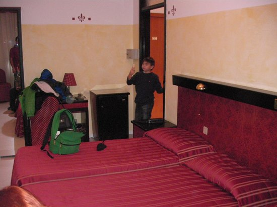 Agape Hotel: big room with 4 beds for family