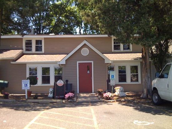 The Jug Handle Inn: Front Entrance