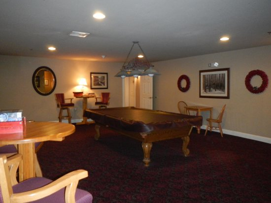 Snowflake Inn: The pool room