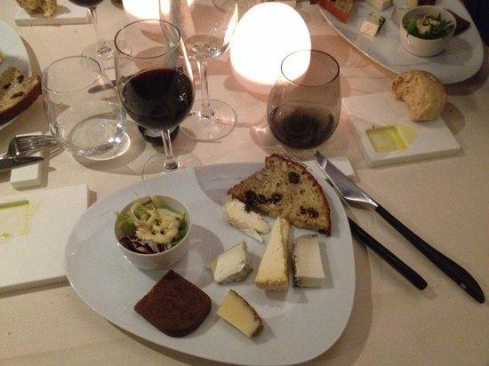 Au Phil des Saveurs : Assiette de Fromage dont un au truffes : EXCELLENT !