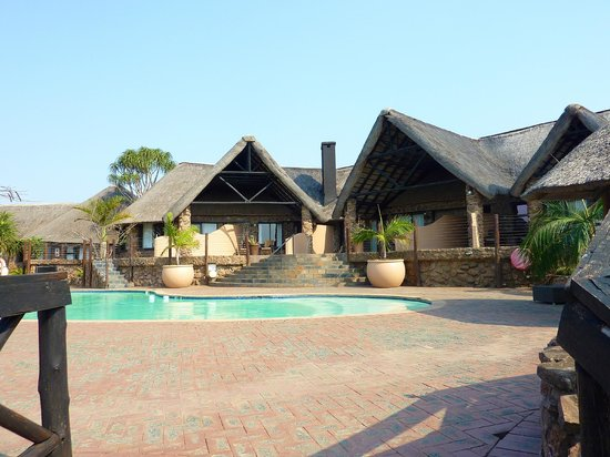 Zulu Nyala Game Lodge: Pool area